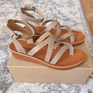 Lucky Brand Hoami Winter Haze Strap Sandals 9
